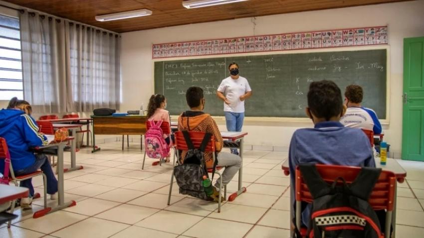 Prefeito Lucas Pocay anuncia aulas 100% presenciais a partir da próxima segunda-feira, 2, em Ourinhos