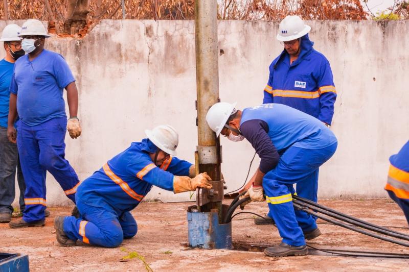 Dias seguidos sem água tira paciência dos moradores da Vila Universitária