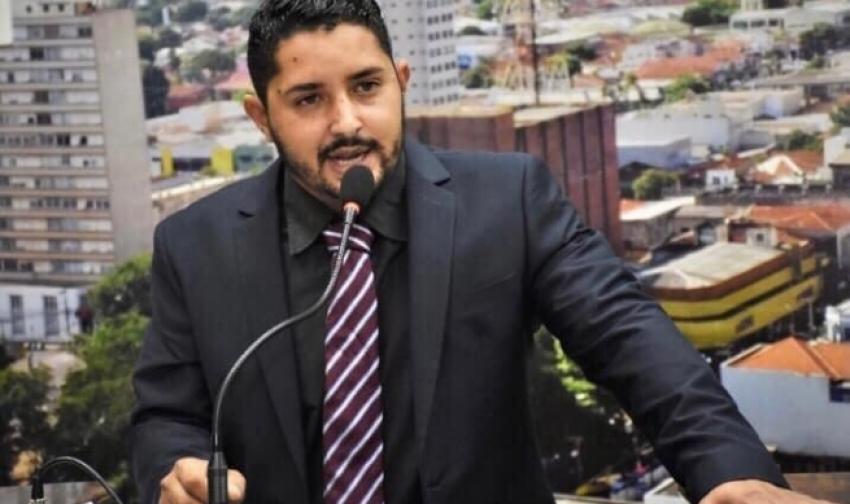 Projeto do vereador Guilherme Gonçalves, que cria o Auxílio Emergencial de Ourinhos, de no mínimo R$100, pode ser votado nesta segunda-feira, 2