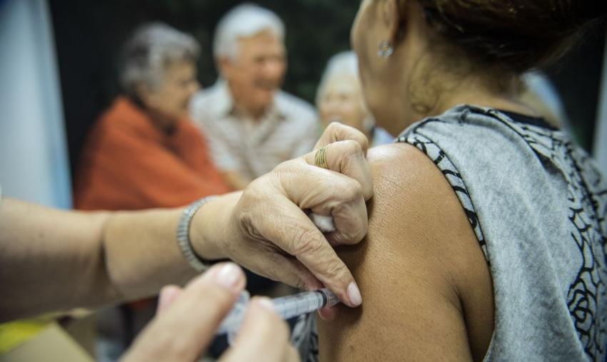 Ourinhos mantém vacinação contra a Covid em grupos prioritários e idosos de 60 anos ou mais nesta segunda, 17