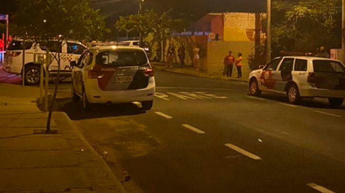Durante fuga policial motociclista se envolve em acidente com carro em Assis