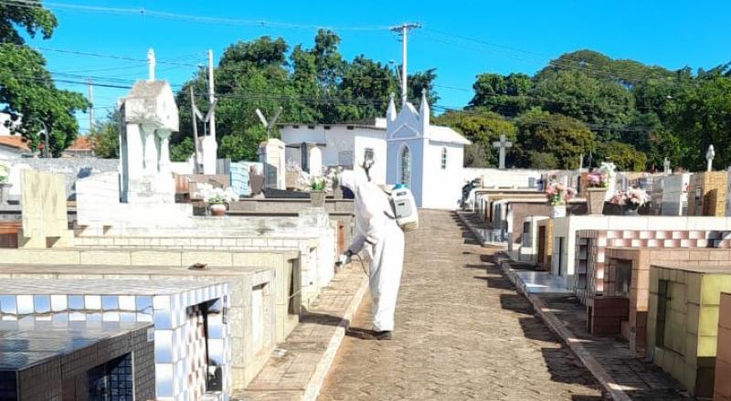 Cemitérios municipais passam por uma dedetização