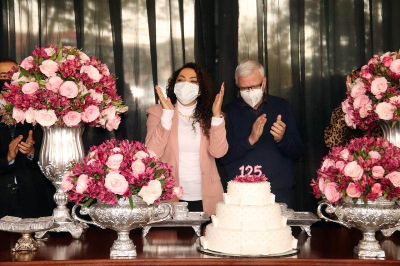 No aniversário de Bauru, entidades recebem 5 mil pedaços de bolo