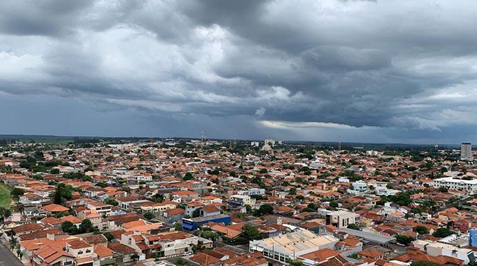 Após uma semana de calor intenso,final de semana será de chuva em Assis