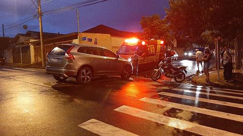 Acidente entre carro e moto deixa uma pessoa ferida na Vila Glória em Assis