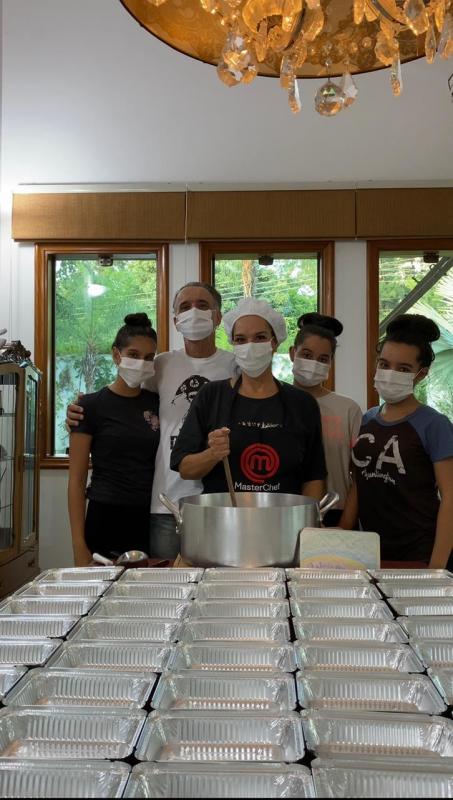 Na pandemia, família de Bauru cozinha e doa 50 marmitas todo dia